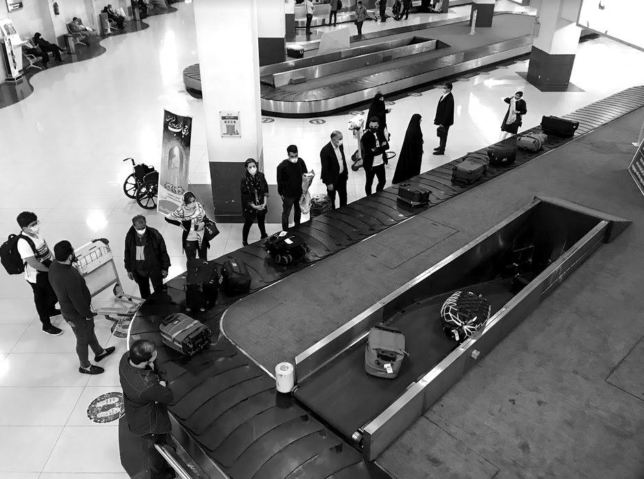 Iraner warten am Band. Bild: TM