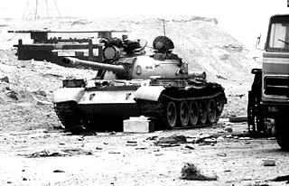 Zerstörter irakischer T-55 Panzer im Frühjahr 1991
