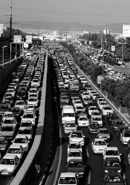 Mehr als nur ein Fortbewegungsmittel: Autos im Iran. Bild: TM