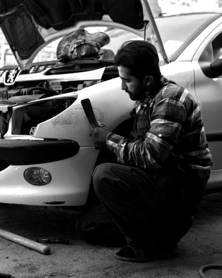 Nur mit Kreativität und Geschick können Autos repariert werden. Bild: TM