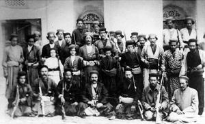 Klischeebild 2: Waßmuß inmitten persischer Kämpfer