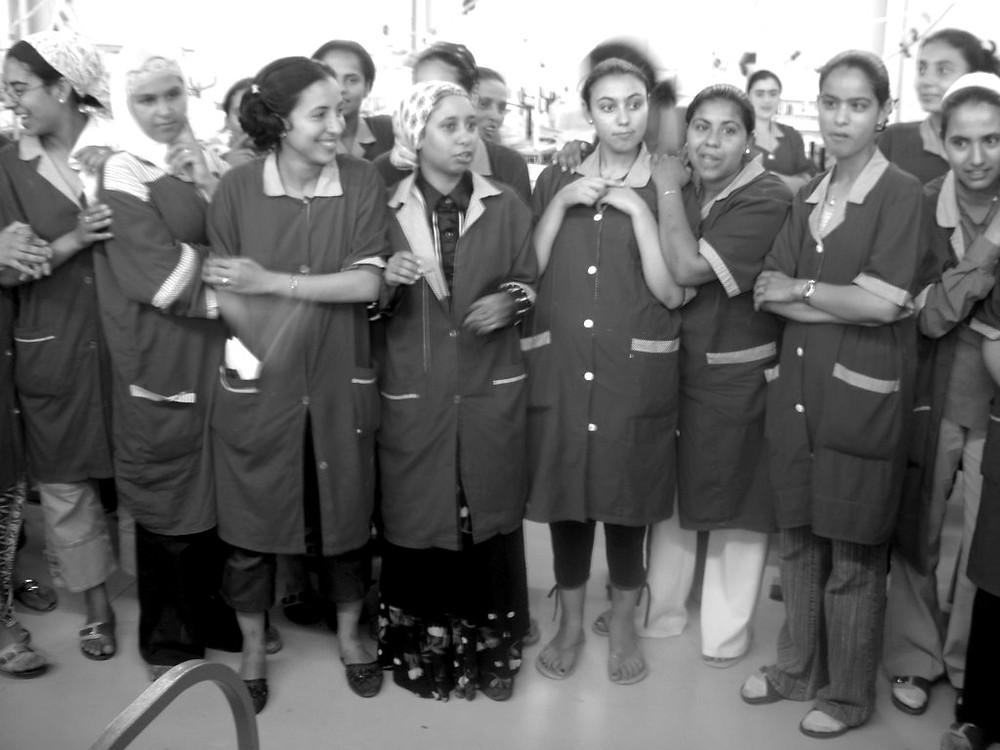 Schon immer in der ersten Reihe: Frauen in Tunesien - hier bei einer Textilmesse in Tunis