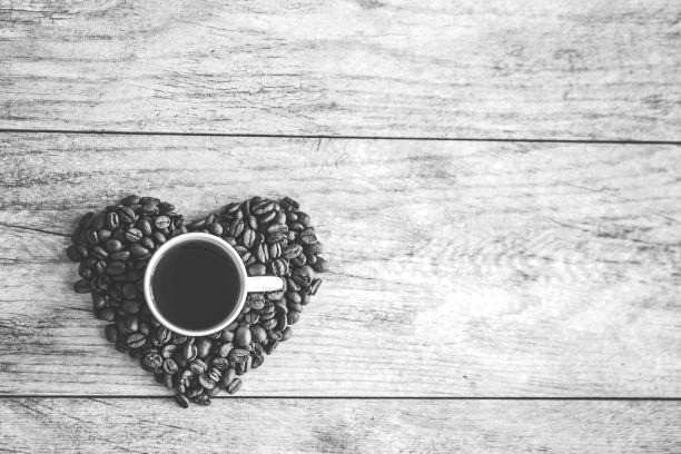 Die Statistik sagt: Deutsche trinken mehr Kaffee als Mineralwasser. Das Herz sagt: Und das ist verdammt richtig so.