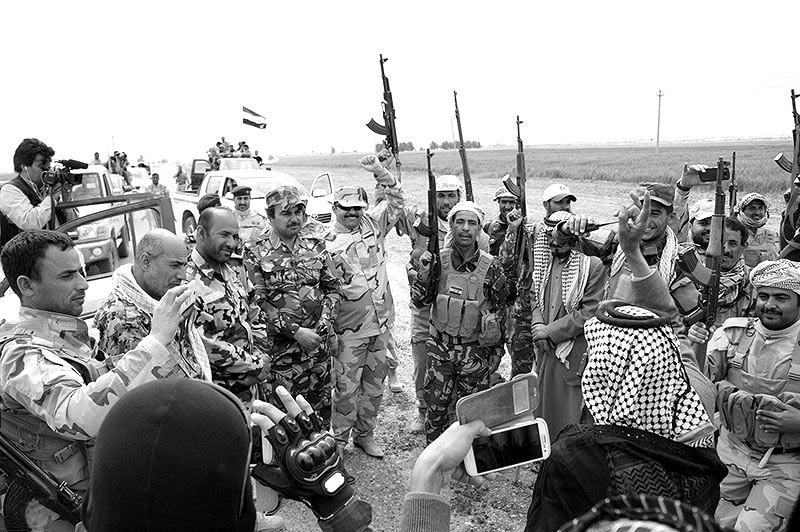 Feiernde PMF-Milizen in der Provinz Saladin