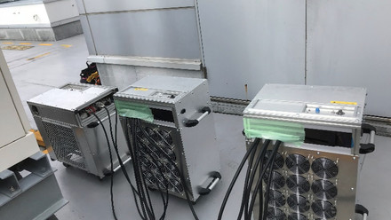低圧試験機3台にて試験中