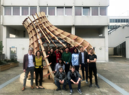 ds3-2-group-photo-in-front-of-pavilion_2