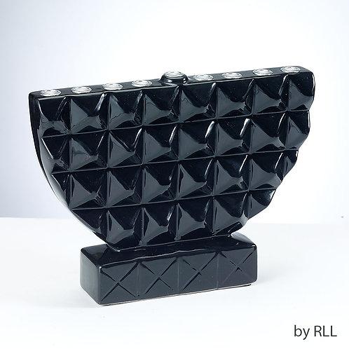 Sort geometrisk håndmalet keramisk menorah