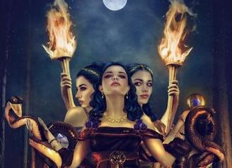 La lune et les déesses. Hommage à Cassandre