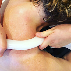 Professionel Fysiurgisk Massage med varme sten af Meliha hos Klinik Ringsing