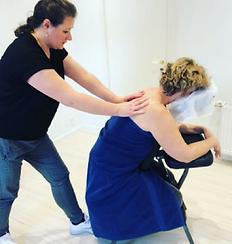 Professionel Fysiologisk Massage ryg og skulder af Meliha hos Klinik Ringsing