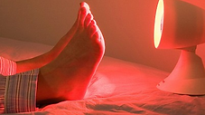 Infrarød lys behandling fødder hos KLinik Ringsing på Lolland Falster