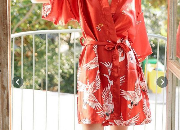 Rød utført kort morgenkåpe/kimono i silke