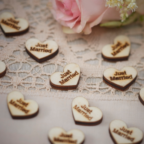 "Confettis coeurs en bois ""Just Married"""
