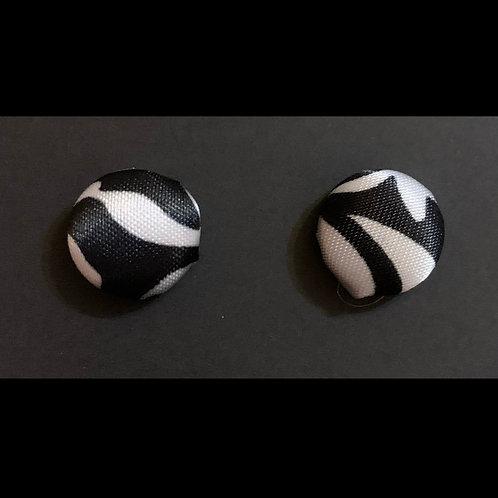 THIS-BlackWhite Stud Earrings