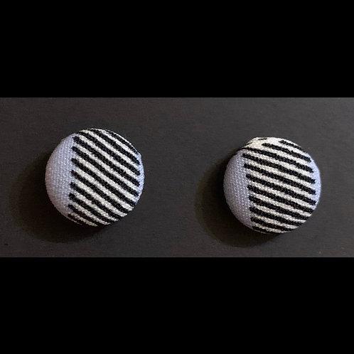 THIS- Liner Stud Earrings