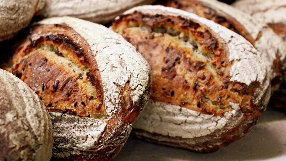 Le pain au levain aide à libérer des enzymes qui facilitent la digestion du gluten et diminuent son indice glycémique