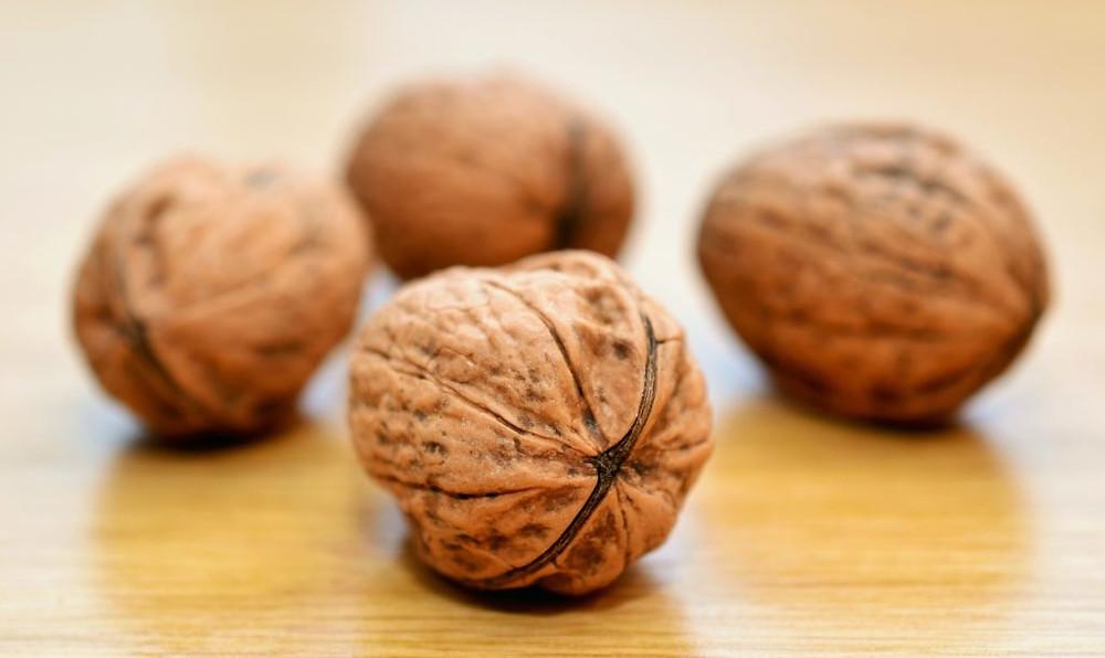 Les noix sont riches en acides gras essentiels, notamment en omégas 3