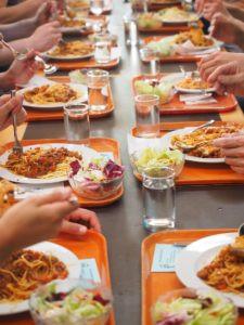 Repas végétariens et suppression du plastique dans les cantines, Egalim