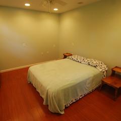 Hillside Cabin bedroom.jpg