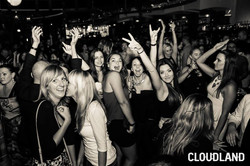 Crowd - girls dancing