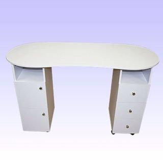 שולחן לבן עשוי מעץ