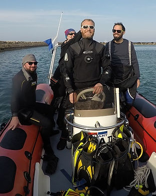 Boat divers