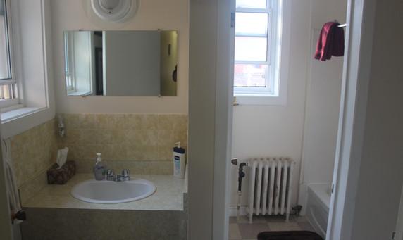 bathroon on the 2nd floor