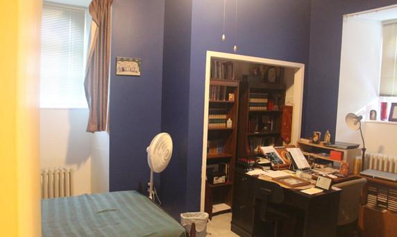 Bedroom/sitting room for 1 priest