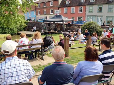 Framlingham Gala Fest Music by the Pond