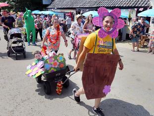 Framlingham Gala Fest Parade 001.jpg