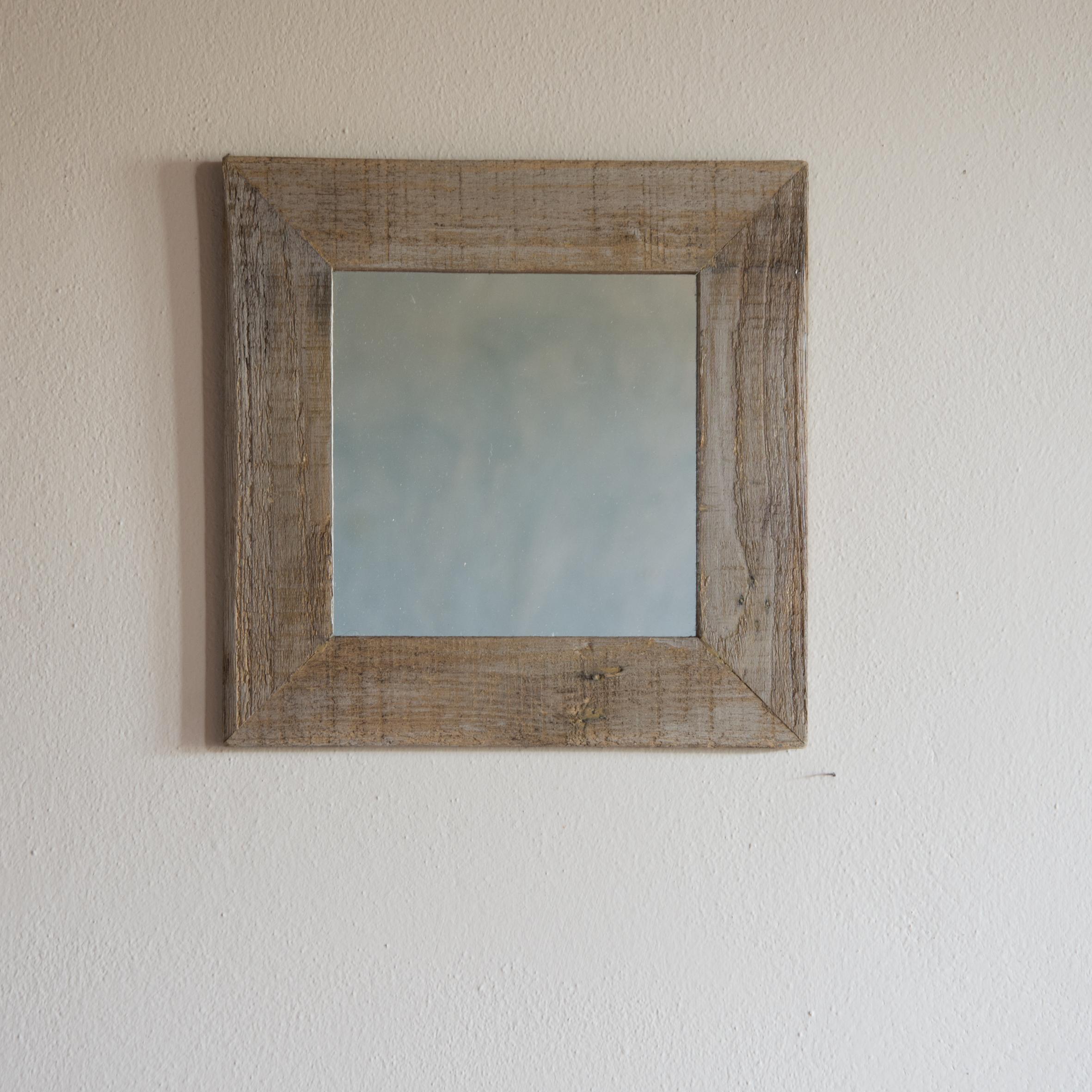 Specchio no. 08 in legno di recupero pulito e cerato