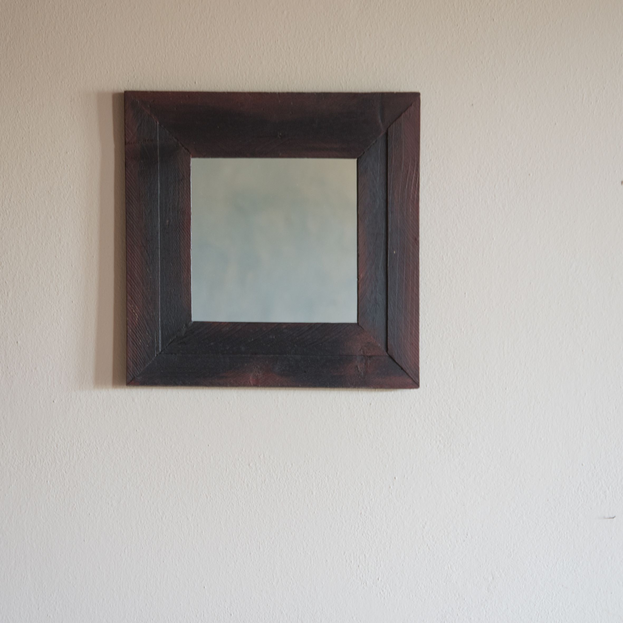 Specchio no.03 in legno di recupero ristrutturato nero/antracite