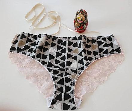 Nina aux triangles roses