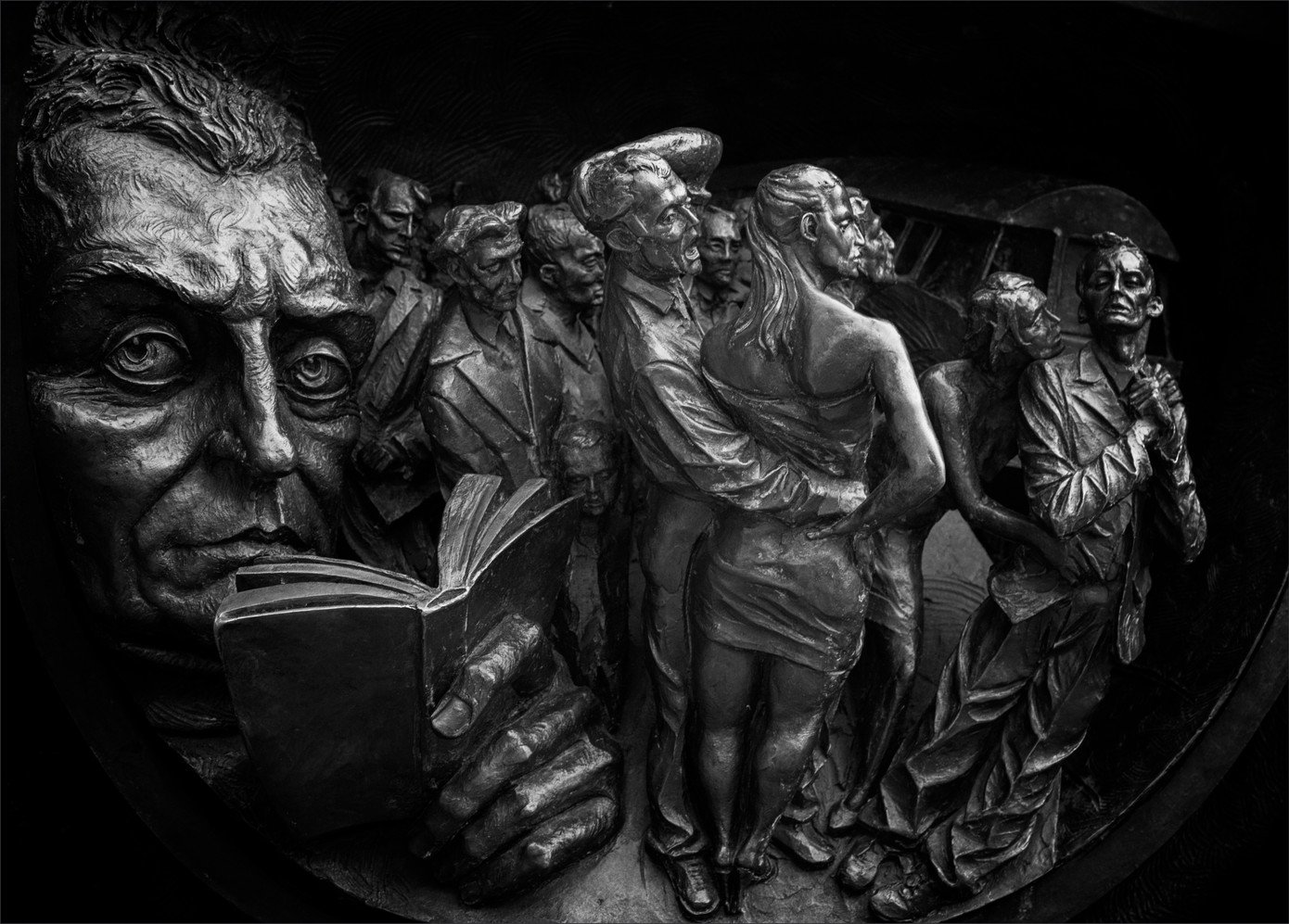 """Highly Commended - """"Commuters at the Meeting Place"""" by Alan Errington"""