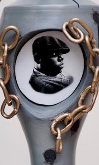 Biggie Tupac Urn, Detail