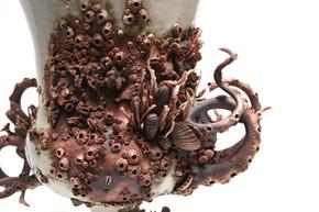 Campana Vase, Detail