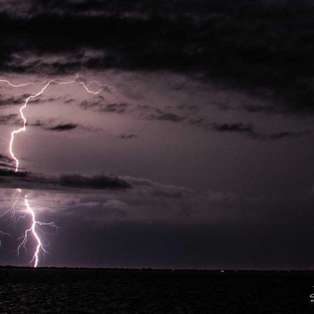 Lightning Jun22 2020 DSC_1000 wtr.jpg