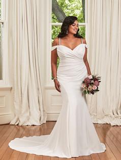 Sophia Tolli  Y21976  Size 22