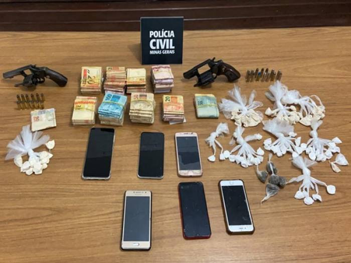 Seis pessoas são presas e mais de trinta mil reais apreendidos durante operação da Polícia Civil.
