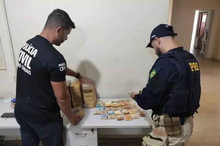 Cocaína avaliada em R$ 2,5 milhões é apreendida dentro de carro em Juiz de Fora