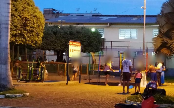 Chegamos a 486 casos confirmados  e a Praça Levindo Araújo em Eugenópolis cheia em plena pandemia.