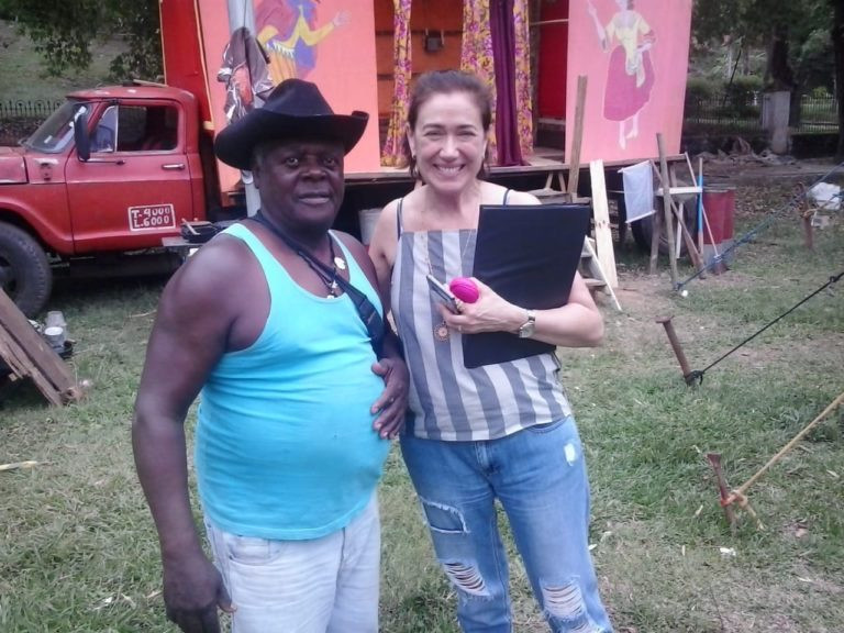 A atriz principal Lilia Cabral e a produtora, Eliza Tolomelli elogiaram a simplicidade de Timbuca.