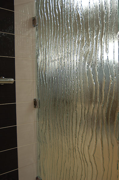 Vertical-textured glass door
