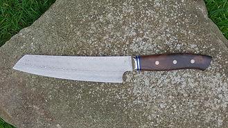 In Handarbeit hergestelltes Damastkochmesser - Griff aus Nussbaum-Maser - Zwinge aus Neusilber - handgschmiedet Schmiedekunst tradition Kochmesser