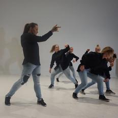 RESTRAINS av RADIX Dance Crew