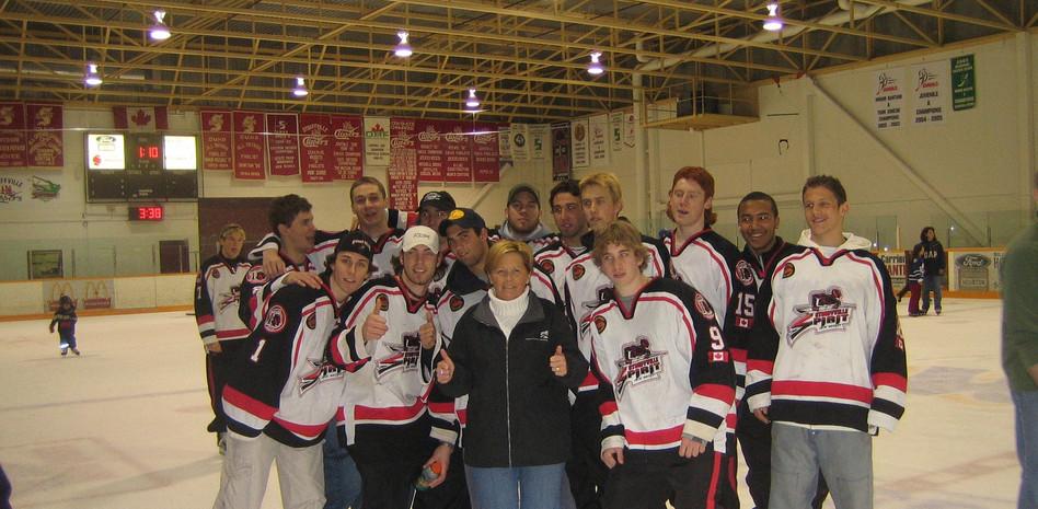 Stouffville Spirits Hockey team.jpg