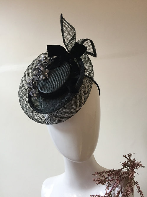 Basketweave Percher with Black and white Cornflowers