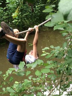 Spelen in de natuur.