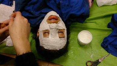 Gipsmaskers maken.