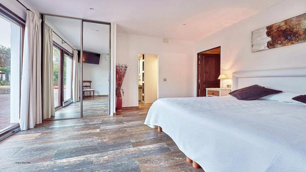 Villa-Bella-Dalt-35-Bedroom-3.jpg